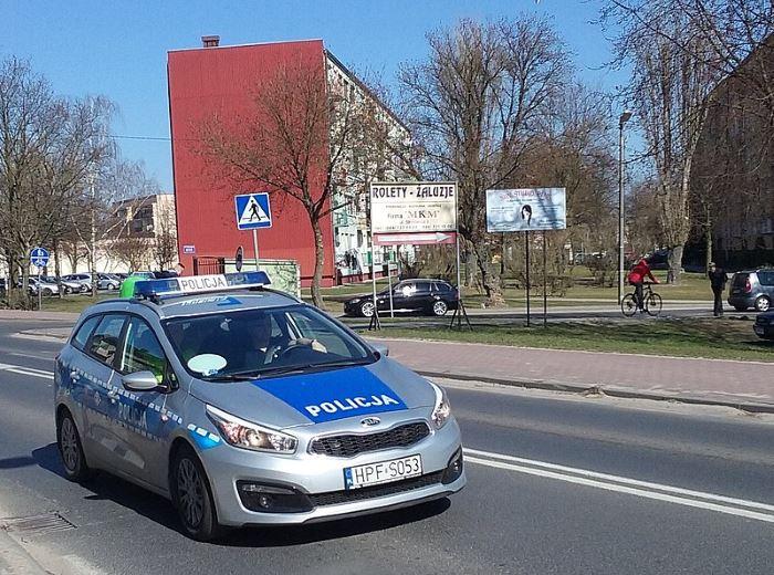 Policja Wałbrzych: Ukradli ze sklepu mnóstwo słodyczy i uciekli. Chwilę później trafili w ręce policjantów z Głuszycy. Jeden ze sprawców był poszukiwany